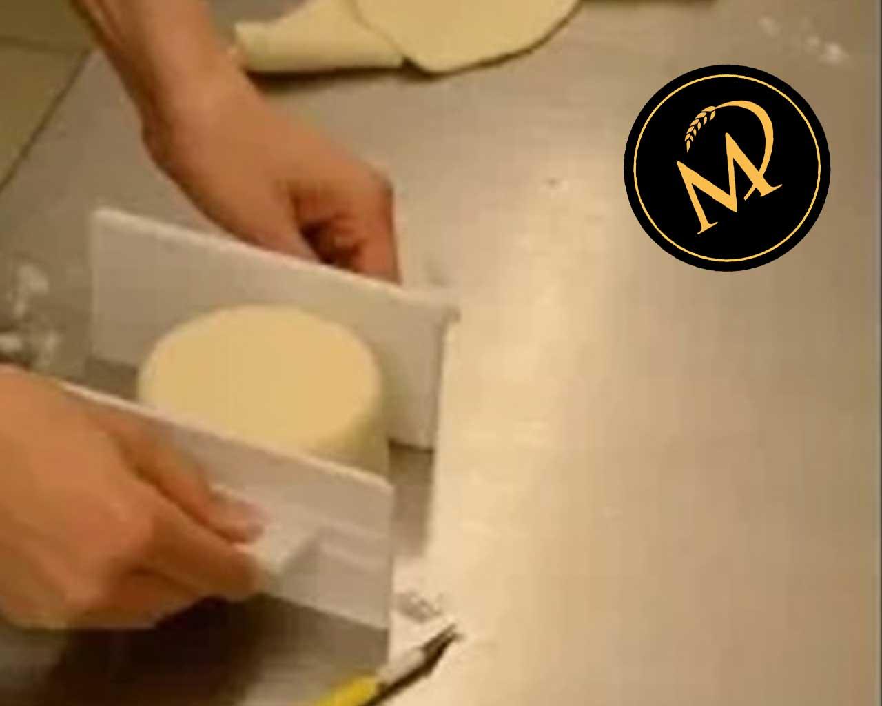Torte mit Rollfondant RICHTIG einschlagen - Rezept Marcel Paa