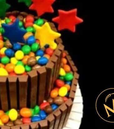 Schokoladentorte mit Kitkat und M&M