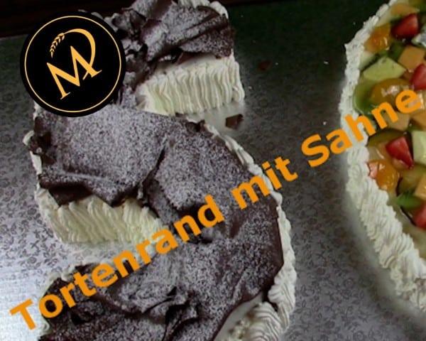 Tortenrand mit geschlagener Sahne garnieren - Rezept Marcel Paa