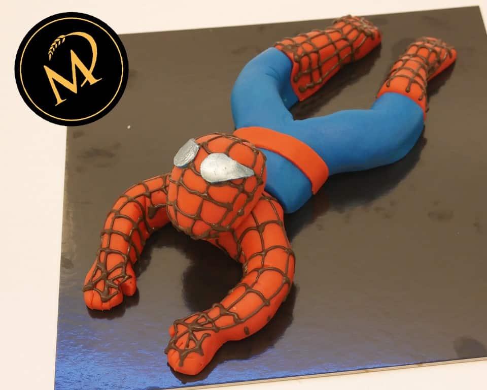Spiderman aus Fondant modellieren - Rezept Marcel Paa