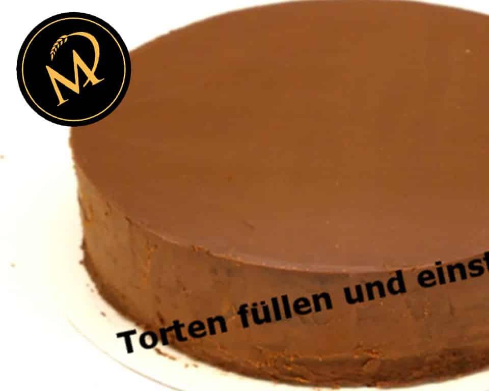 Tortenböden füllen und einstreichen - Rezept Marcel Paa