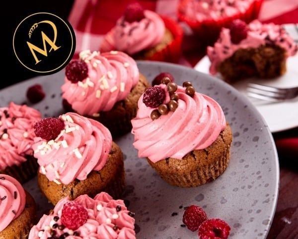 Schoko Cupcakes mit Himbeeren Frosting - Rezept Marcel Paa